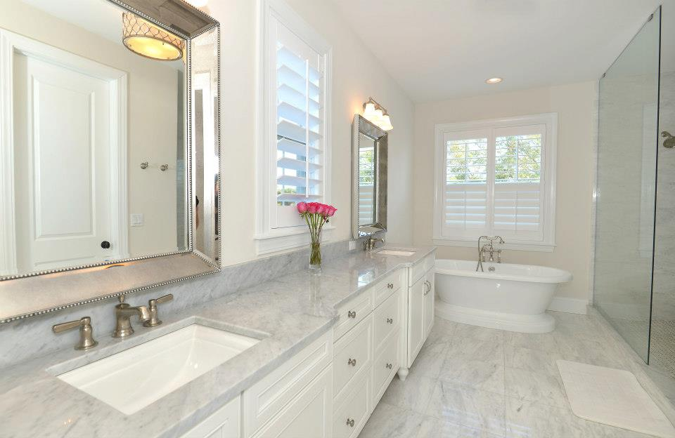 Battle Of The Bathtubs – Freestanding Vs. Built-In | Javic Homes Blog